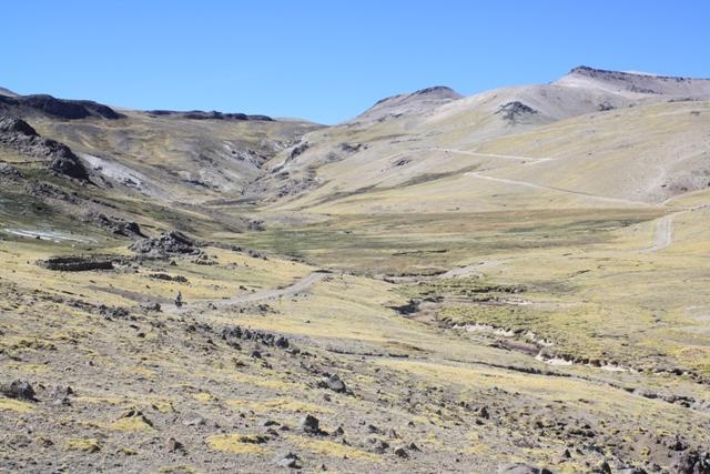 Climbing upvalley to Abra Loncopata