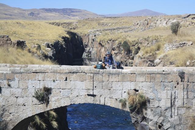 The colonial bridge at Machupuente