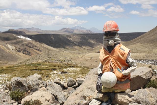 Workman on the climb to Abra Patapampa