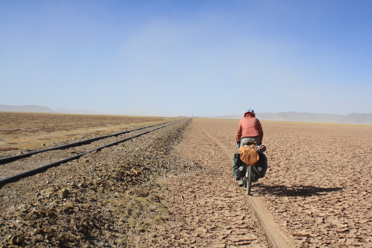 Following motorbike tracks to Uyuni